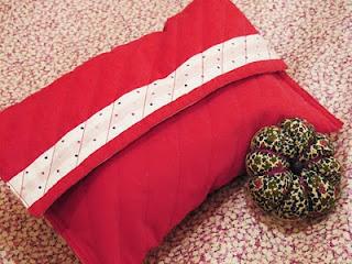 Trousse de couture et pique épingle en fleur