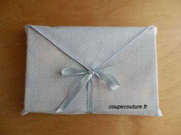 Pochette-enveloppe pour paquet-cadeau