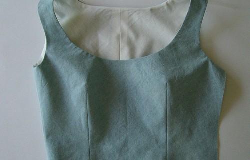 Doubler un haut de robe sans manche