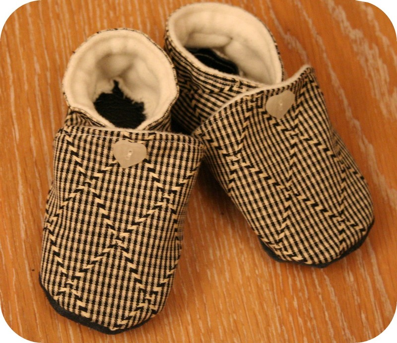 Chaussons souples pop couture - Tuto chausson bebe couture ...