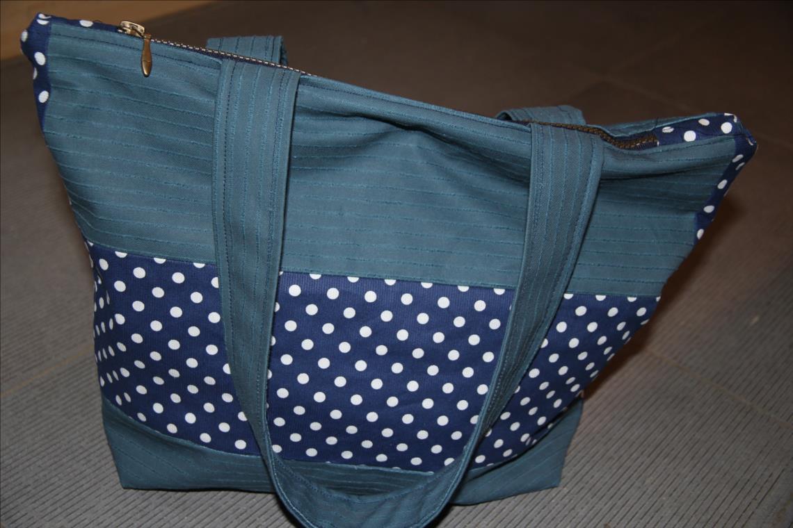 sac trap ze avec fermeture clair pour d butante pop couture. Black Bedroom Furniture Sets. Home Design Ideas