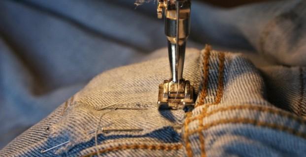 Comment réparer un jeans troué