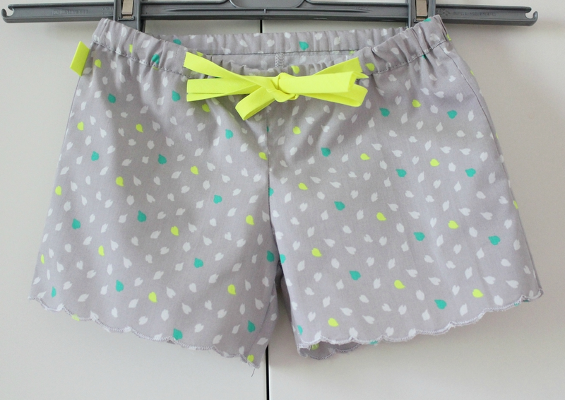 Short fillette pop couture - Comment couper un pantalon en short ...