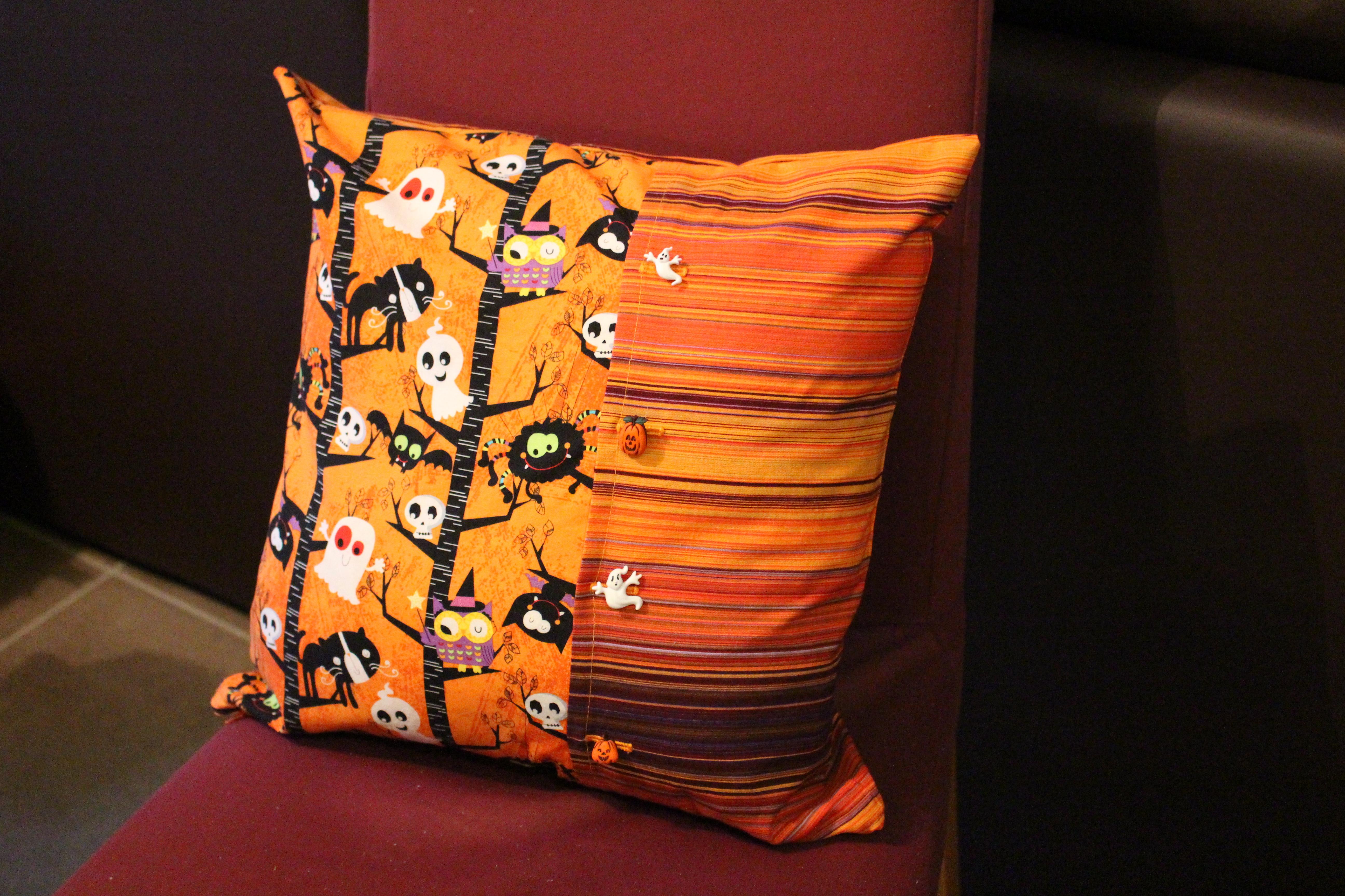 housse de coussin avec fausse ouverture portefeuille pop couture. Black Bedroom Furniture Sets. Home Design Ideas