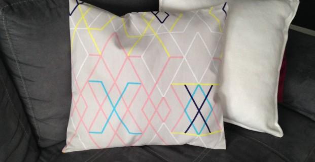 coussin portefeuille pop couture. Black Bedroom Furniture Sets. Home Design Ideas