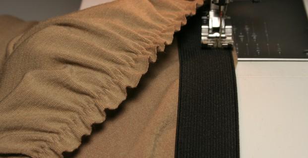 Coudre les élastiques directement sur le tissu