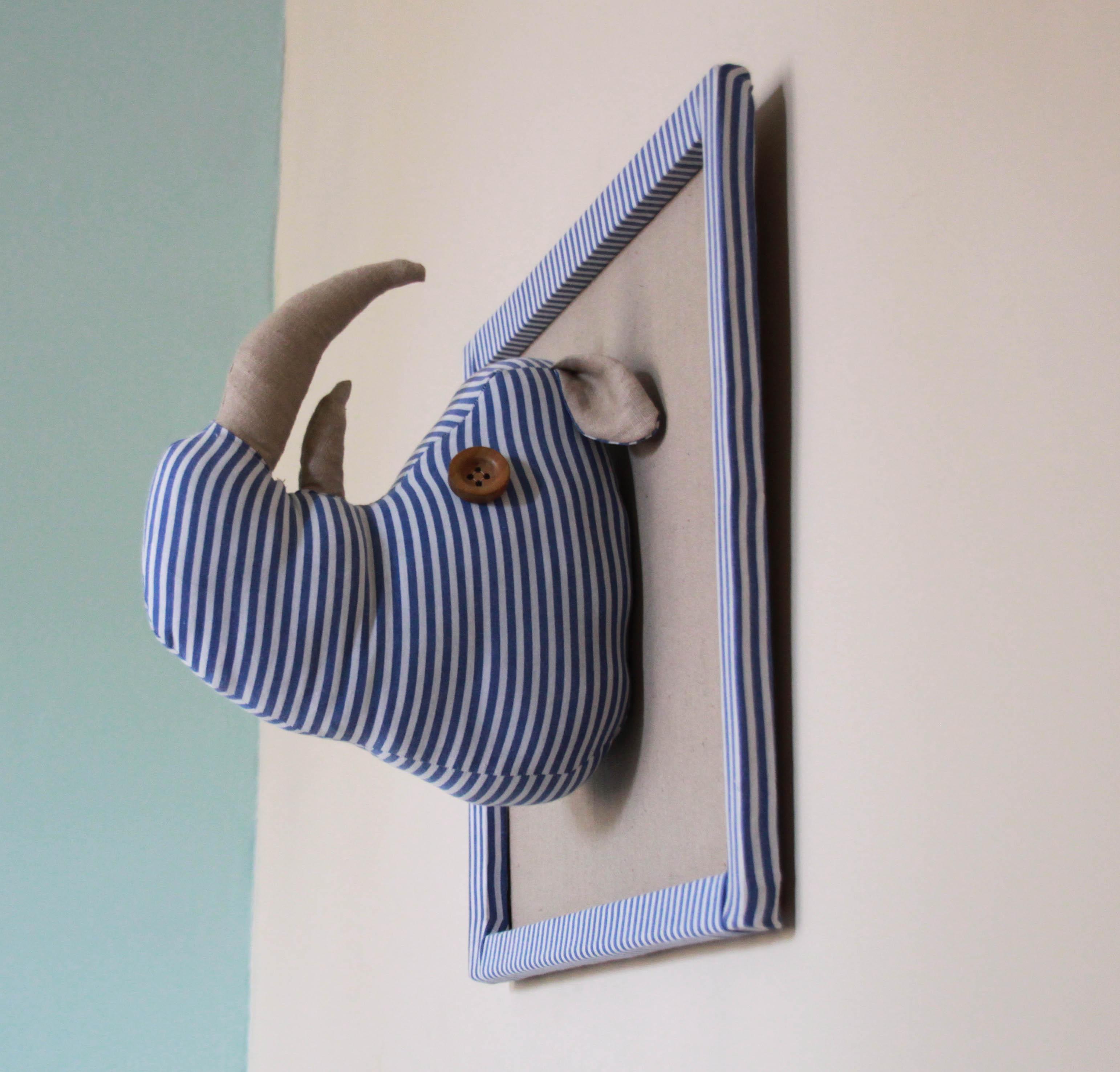 troph e t te de rhinoc ros pour chambre d 39 enfant pop couture. Black Bedroom Furniture Sets. Home Design Ideas