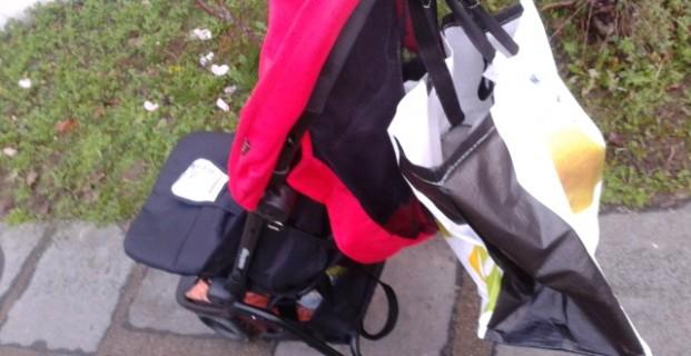 Accroche-sac pour poussette