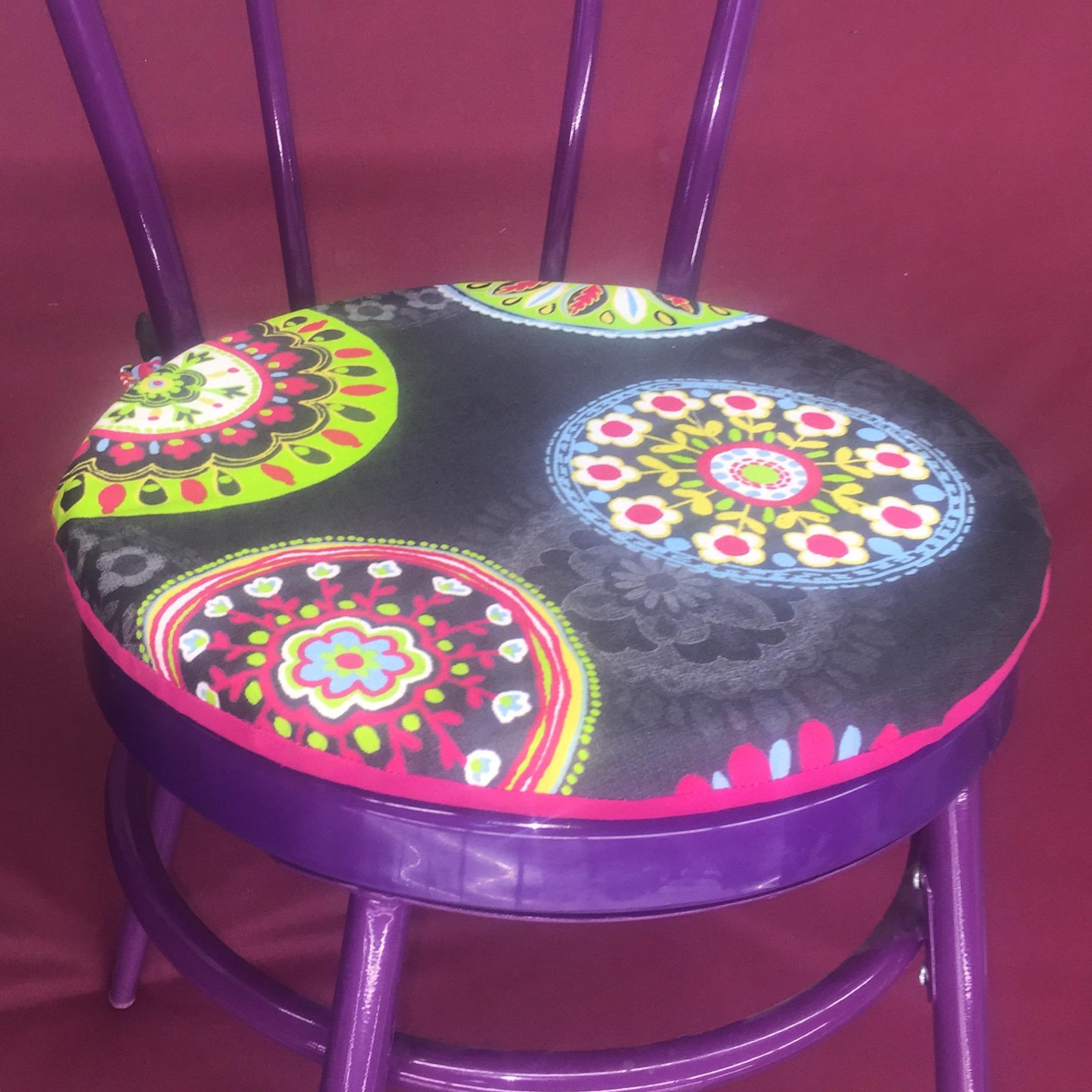 galettes de chaises rondes pop couture. Black Bedroom Furniture Sets. Home Design Ideas