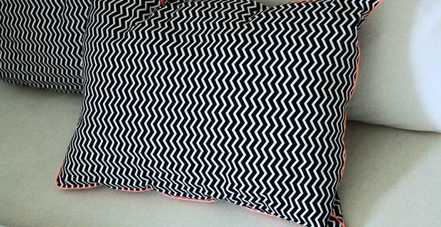 apprendre coudre un passepoil sur un coussin pop couture. Black Bedroom Furniture Sets. Home Design Ideas