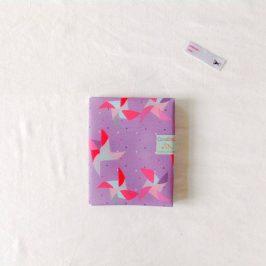 Couvrir un livre avec du tissu