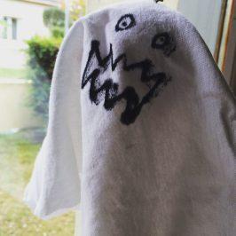 Des fantômes à suspendre pour Halloween