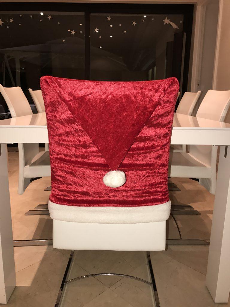 housse de chaise bonnet de no l pop couture. Black Bedroom Furniture Sets. Home Design Ideas