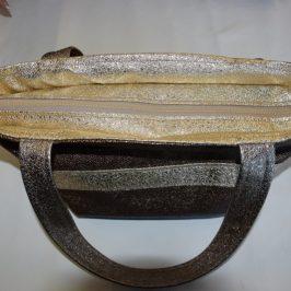 Coudre une fermeture en haut d'un sac