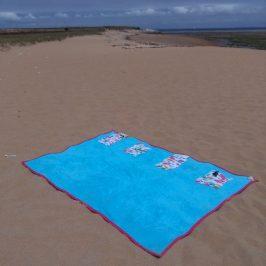 Serviette de plage avec pochette de rangement