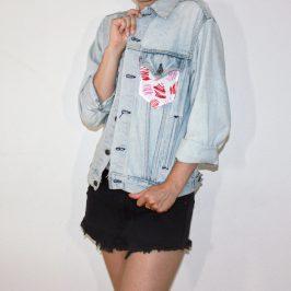 Customiser sa veste en jean avec une poche