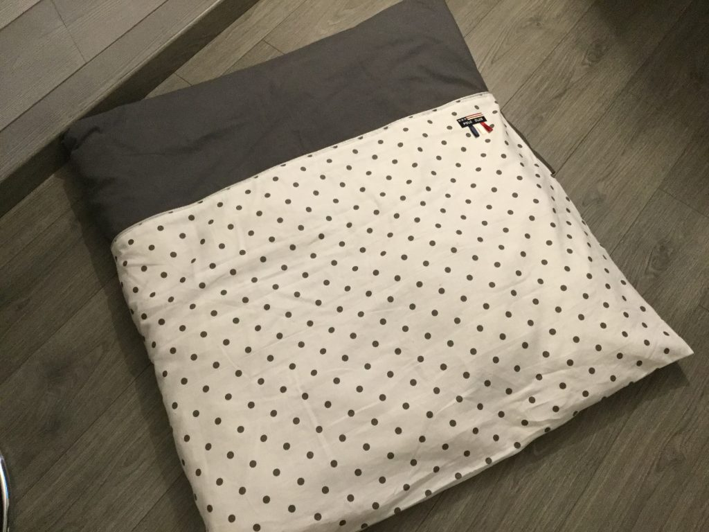 housse pour tapis de jeu ou dredon pop couture. Black Bedroom Furniture Sets. Home Design Ideas