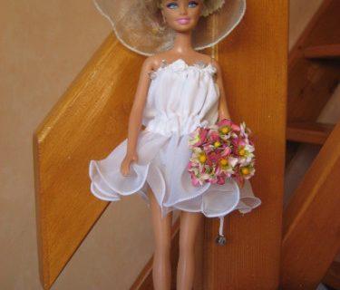 2 robes de mariée pour poupée barbie