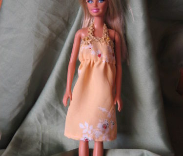 Robe dos-nu pour poupée Barbie