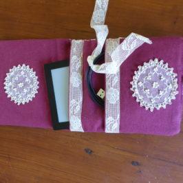 Pochette plate à rabat et poches