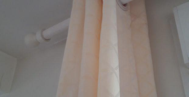 Comment positionner des œillets à rideaux ?